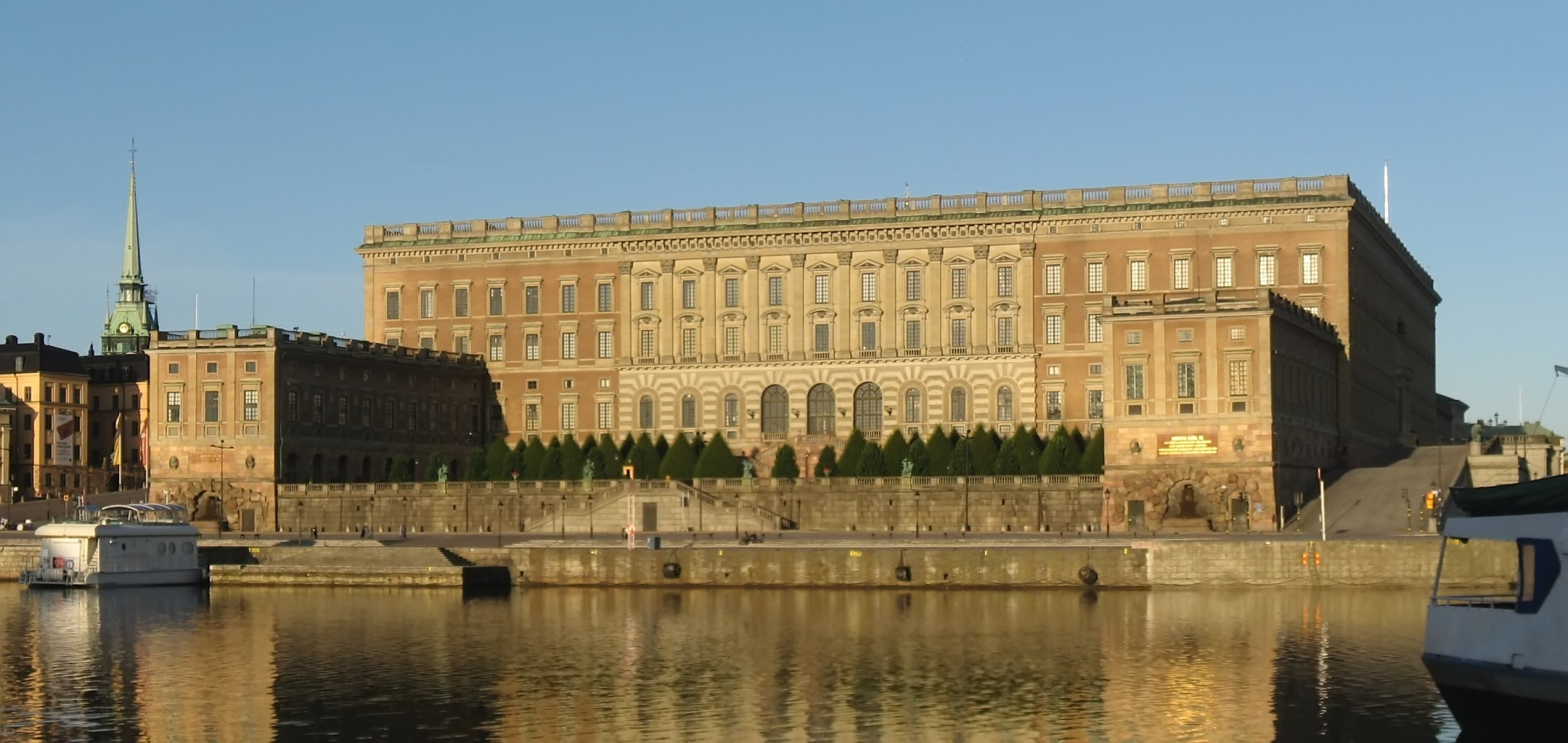 Swedish_palace_2008-07-18_1_denoised