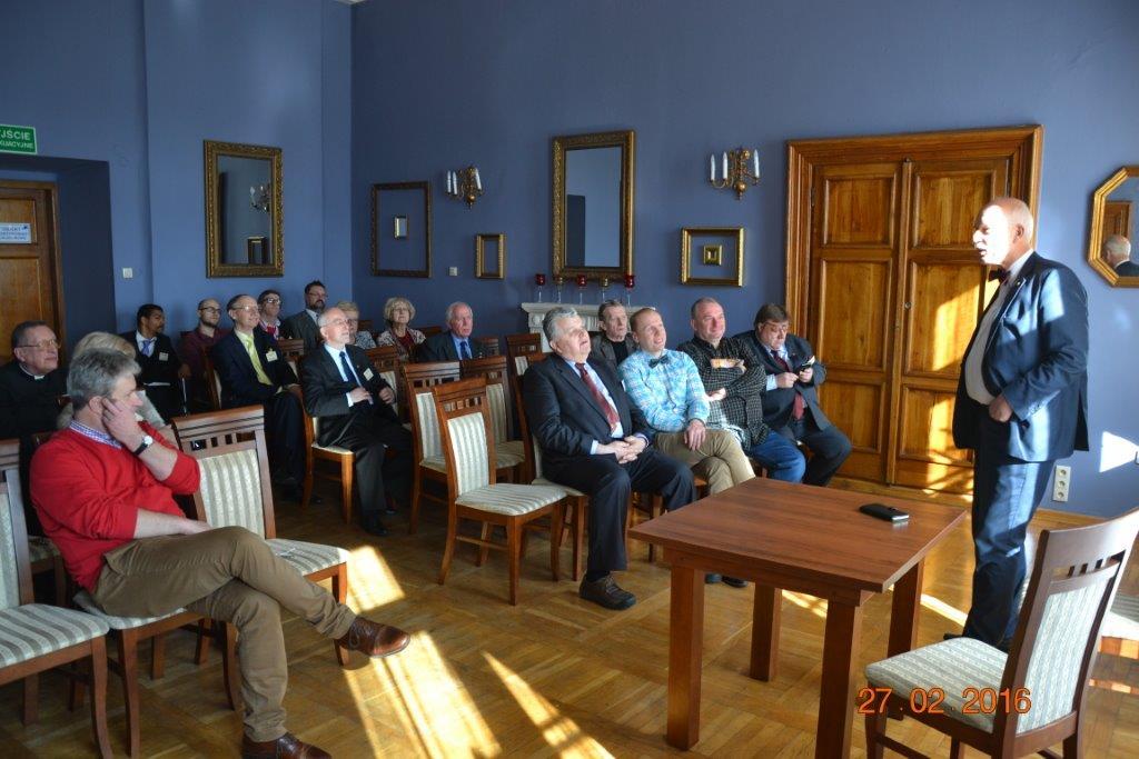 Prezes Janusz Korwin-Mikke podczas swojego wystapienia